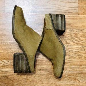 TOMS Size 8 suede mules, tan